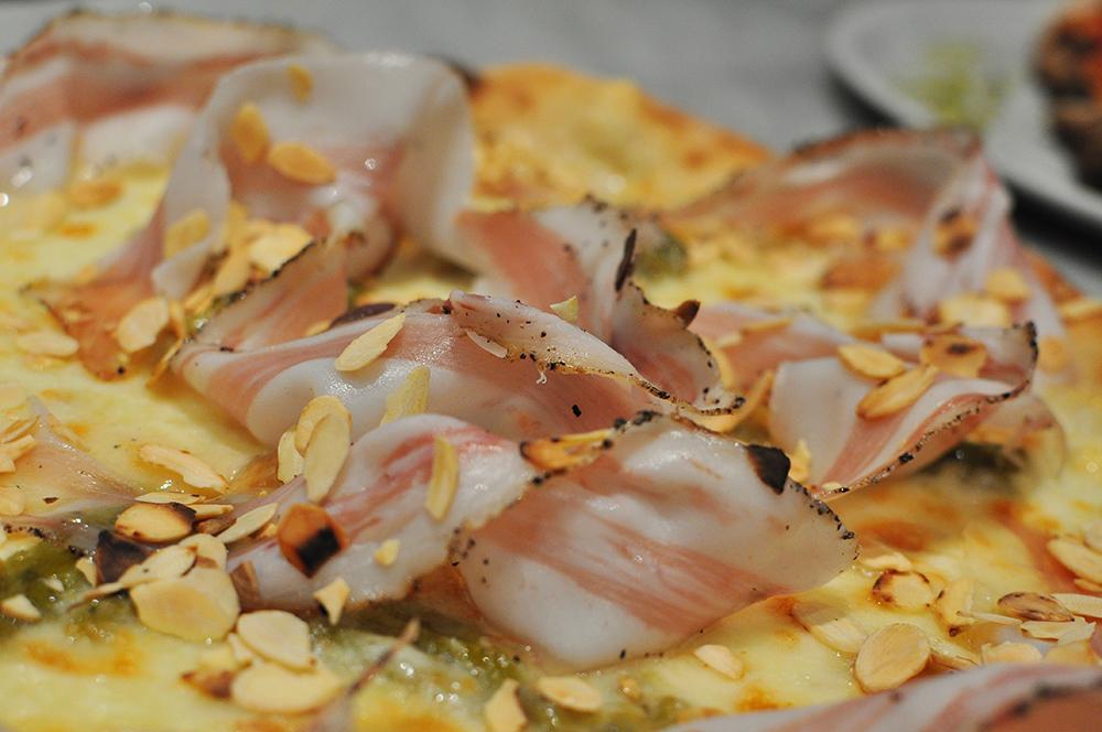 Robba - Vastedda del Belice DOP, asparago sovrano siciliano, guanciale di suino nero dei Nebrodi, scaglie di mandorle tostate