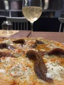 Stracciata - mozzarella, stracciatella di bufala, alaccia di Lampedusa, erba cipollina, paprika dolce