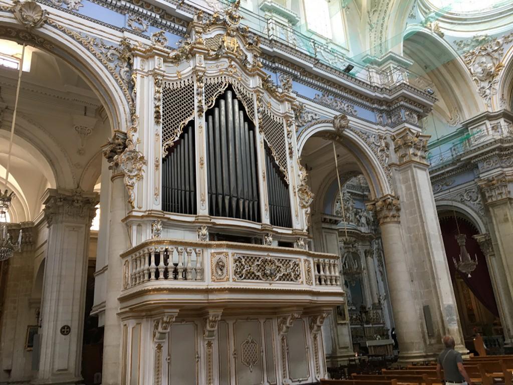 organo e interno di San Giorgio